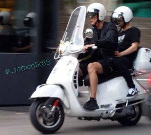 チャンベクのスクーター二人乗り画像