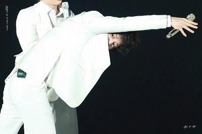 EXOカイのまねをするチャニョル画像