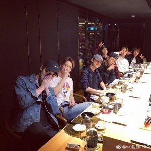 チェンの誕生日会にEXOで食事会画像
