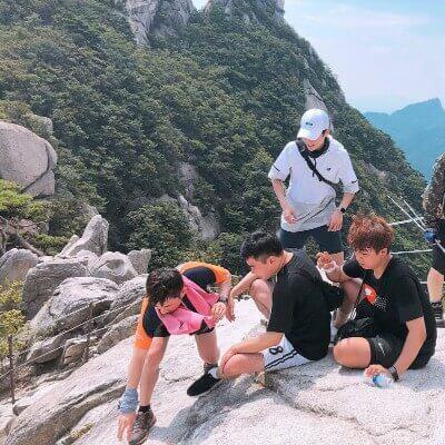 シウミンと幼馴染のインスタ登山画像