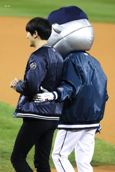 チャニョルの始球式写真画像